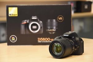Nikon D5600 Camera, lens and bag with memory card for Sale in Richmond, VA