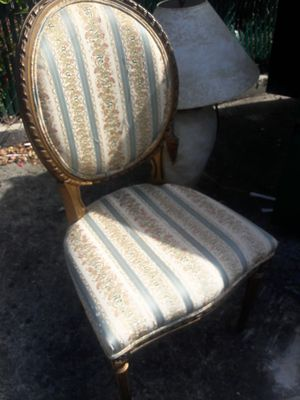 ONE ANTIQUE CHAIR for Sale in North Miami Beach, FL