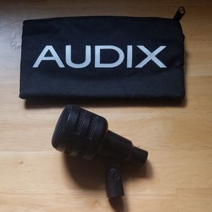 audix bass drum mic with storage bag for Sale in Tarentum, PA