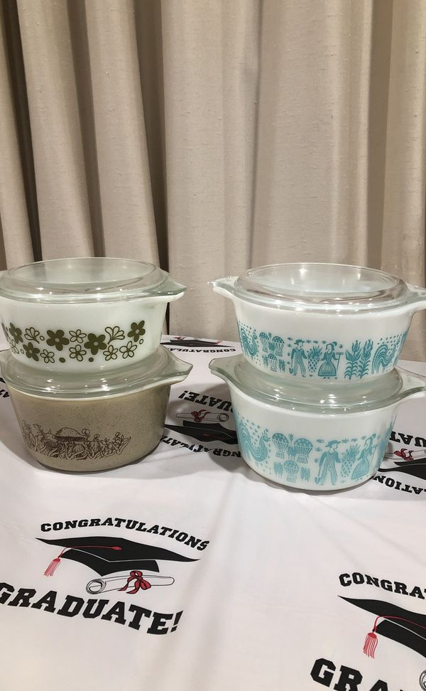 Vintage 8 Piece Of Pyrex casserole with lid. Please see all the pictures and read the description