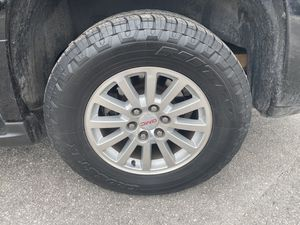 275/60/18 Nitto tires or GMC wheels for Sale in Kissimmee, FL