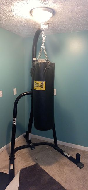 Everlast dual punching bag with stand for Sale in Hilliard, OH