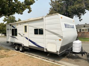 24ft 2010 wildwood travel trailer for Sale in Riverside, CA