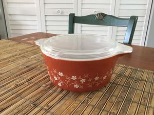 Vintage Pyrex 474-B Casserole Dish Trailing Flowers Rust Red 1.5 L With Lid for Sale in Georgetown, KY