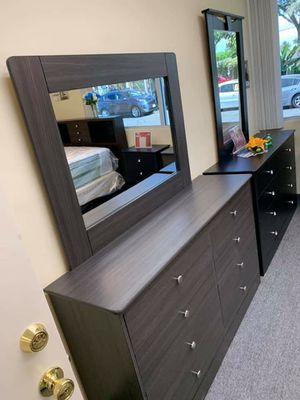 Dresser with Mirror for Sale in Anaheim, CA