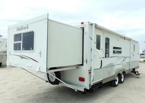 07 Trailer White Camper for Sale in Boston, MA
