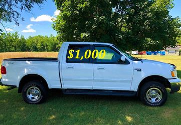 🟢💲1,OOO I'm selling URGENT this Beautiful💚2OO2 Ford F15O nice Family truck XLT Everything is working great! Runs great and fun to drive💪🟢 for Sale in Fort Worth,  TX