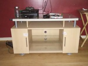Glass top TV stand for Sale in Topping, VA