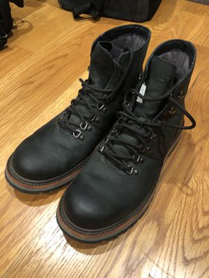 SZ .10.5 Ugg rohnan boot 9.5/10 condition for Sale in Los Angeles, CA