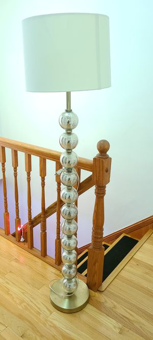 Beautiful Threshold Target Floor Lamp for Sale in Queens, NY