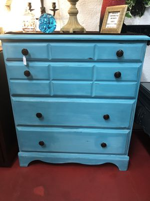 Dresser for Sale in Apple Valley, CA