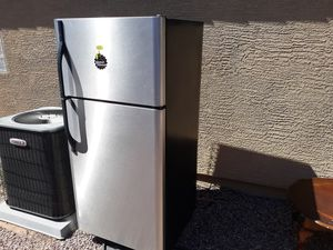Stainless steel fridge, in great condition and a deep freezer for Sale in Casa Grande, AZ