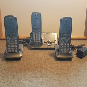 Panasonic KX-TG4131 6.0 Cordless Phone Set, 3 Handsets for Sale in Anaheim, CA