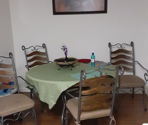 Oak kitchen table with Leaf and 4 chairs for Sale in Murfreesboro, TN