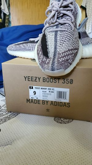 Yeezy Boost 350 V2 for Sale in Vancouver, WA
