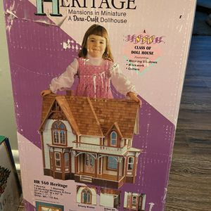 Beautiful Vintage Dollhouse for Sale in Feasterville-Trevose, PA