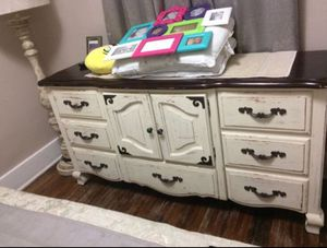 Canopy queen size bed and dresser for Sale in Wichita, KS