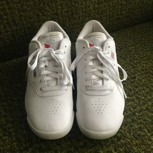 Like NEW - Reebok Ex-o-Fit Low Top Sneakers - Womens' 8 for Sale in Portland, OR