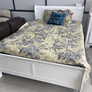 Queen Size Bed With Mattress Set for Sale in Marietta, GA
