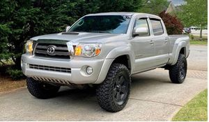 Beautiful 2009 Toyota Tacoma 4WDWheels for Sale in Denver, CO