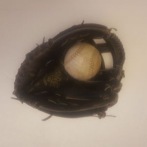 Mag Soft MS 2497 RH Throw Softball Glove Leather for Sale in San Diego, CA