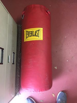 Everlast punching bag for Sale in Torrance, CA
