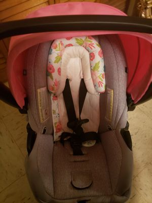 Pink and gray infant car seat for Sale in Maryville, TN
