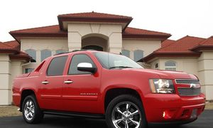Everything.Works 2008 Chevrolet Avalanche Needs.Nothing FWDWheelss for Sale in El Monte, CA