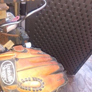 Louisville Slugger Baseball Glove. for Sale in Long Beach, CA