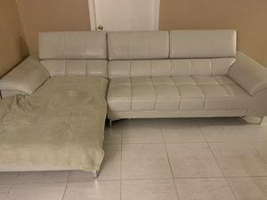 Free sofá for Sale in Miami Gardens, FL