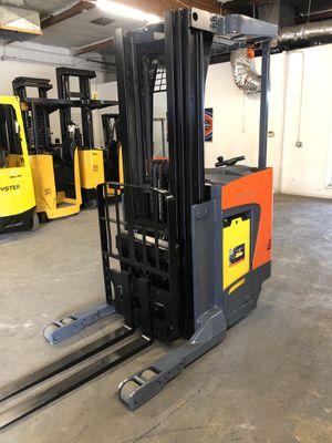 2015 Toyota 8BRU18 Reach Truck Forklift for Sale in La Verne, CA