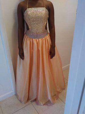 Girl's quinceanera/prom dress for Sale in Pompano Beach, FL