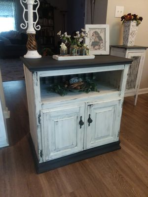 Farmhouse Accent table/ TV stand for Sale in Raleigh, NC