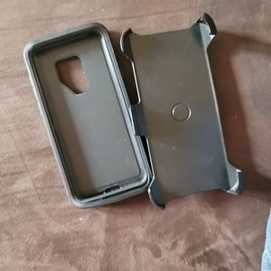 Otter Box With Belt Clip For Samsung S9+ for Sale in Milledgeville, GA