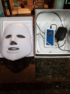 Red light therapy mask for Sale in Delray Beach, FL