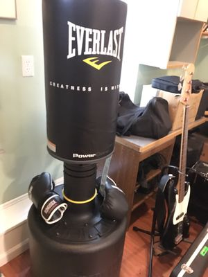 Everlast free standing punching bag for Sale in Winchester, MA