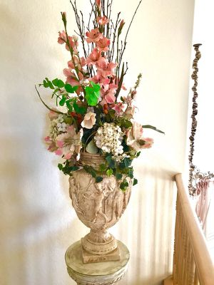 Ceramic flower vase Devore with the stand for Sale in Los Angeles, CA