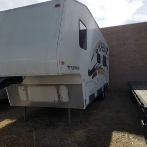 Fleetwood Gearbox Toy Hauler 295fs 5th Wheel for Sale in Highland, CA