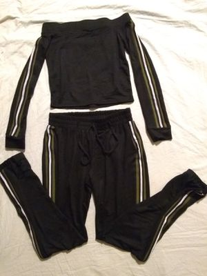 """FASHION NOVA STRETCHY 2 PIECE SET SIZE XL. """"PICK UP ONLY"""" for Sale in Tustin, CA"""