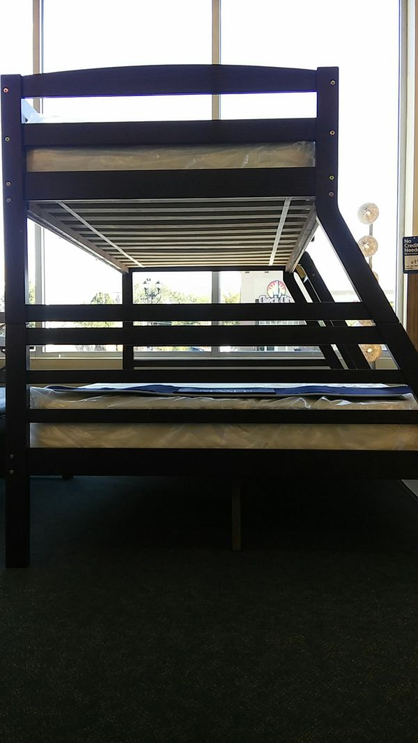 Full//twin bunk bed of wood with innerspring mattresses 60%off. Today 10/15/18