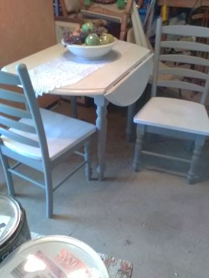 Drop leaf table with 2 vintage chairs for Sale in San Bernardino, CA
