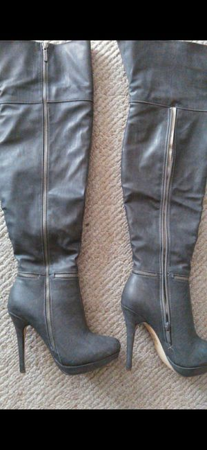Reduced GRAY Size 7 all leather over knee boots for Sale in El Paso, TX