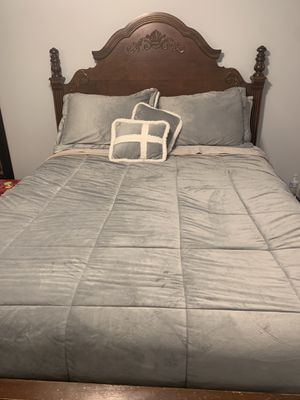 Queen size frame bed. for Sale in Leominster, MA