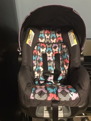 Clean car seat for Sale in Cleveland, OH