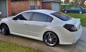 Very clean. 2OO8 Nissan Altima 4WDWheels Clean for Sale in Columbus, GA
