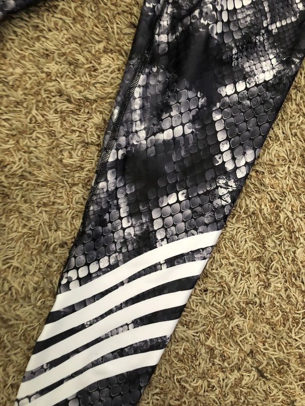 34639c041d415 Drakon colombian leggings for Sale in Madera, CA - OfferUp