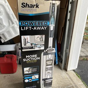 Shark Rotator Powered Lift Away UV795 4th for Sale in Coopersburg, PA