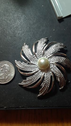 Sarah Coventry brooch for Sale in Las Vegas, NV