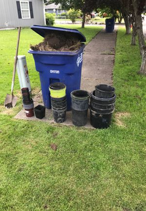 Free plastic potting pots for Sale in Puyallup, WA