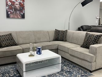 Light Grey Sleeper Sectional W/ Accent Pillows for Sale in Fort Worth,  TX